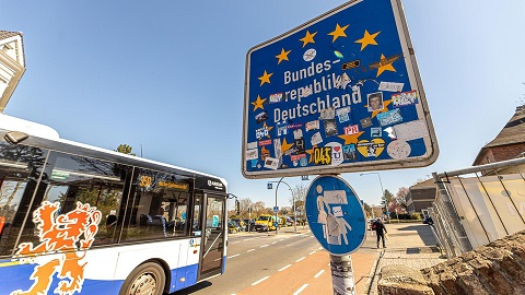 Towards a Euroregional and European policy in times of crisis